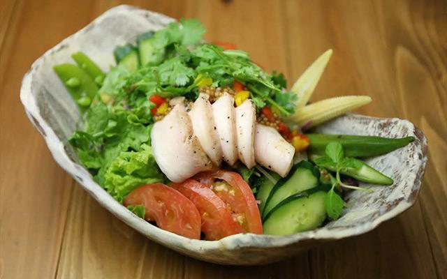 鶏ハムとパクチーの香味サラダ